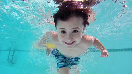 Limpieza de piscinas comunitarias en Burgos