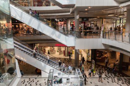 limpieza de centro comercial
